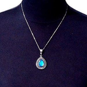 Jewelry - Tear Drop Mood Changing Pendant Necklace NWT